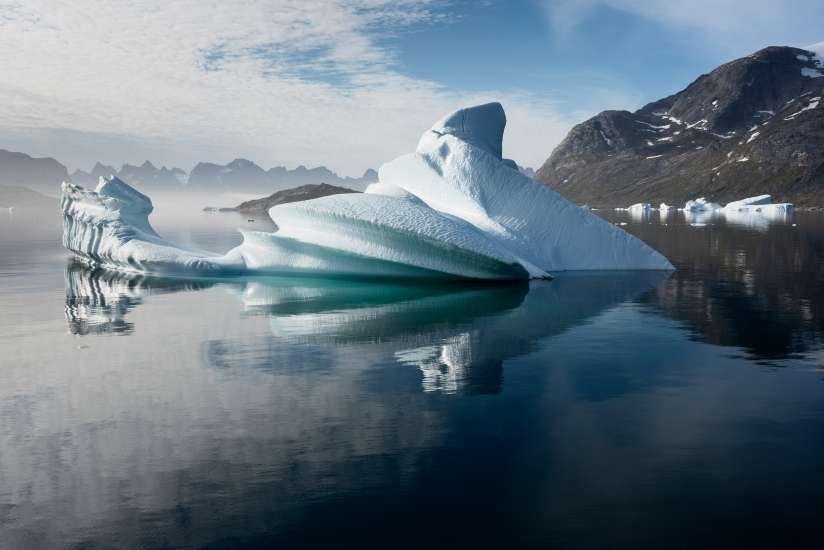 GP0STPA6O 24/08/2015 Ártico. Groenlandia Peligros de las prospecciones sísmicas en el Ártico El barco de Greenpeace Arctic Sunrise se encuentra en la zona documentando las maniobras sísmicas en Groenlandia Glacier ice at Prince Christian Sound, North Atlantic Sea, Greenland