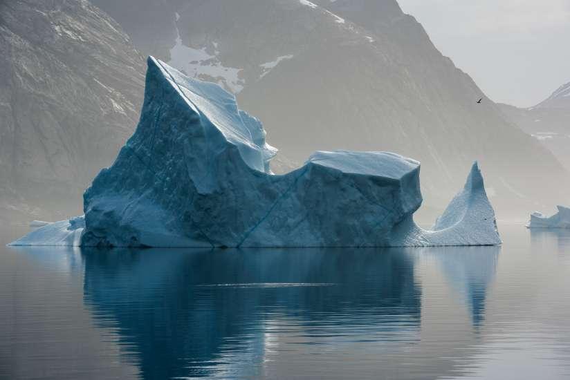 GP0STPA6Q 24/08/2015 Ártico. Groenlandia Peligros de las prospecciones sísmicas en el Ártico El barco de Greenpeace Arctic Sunrise se encuentra en la zona documentando las maniobras sísmicas en Groenlandia Iceberg floating at Prince Christian Sound, North Atlantic Sea, Greenland