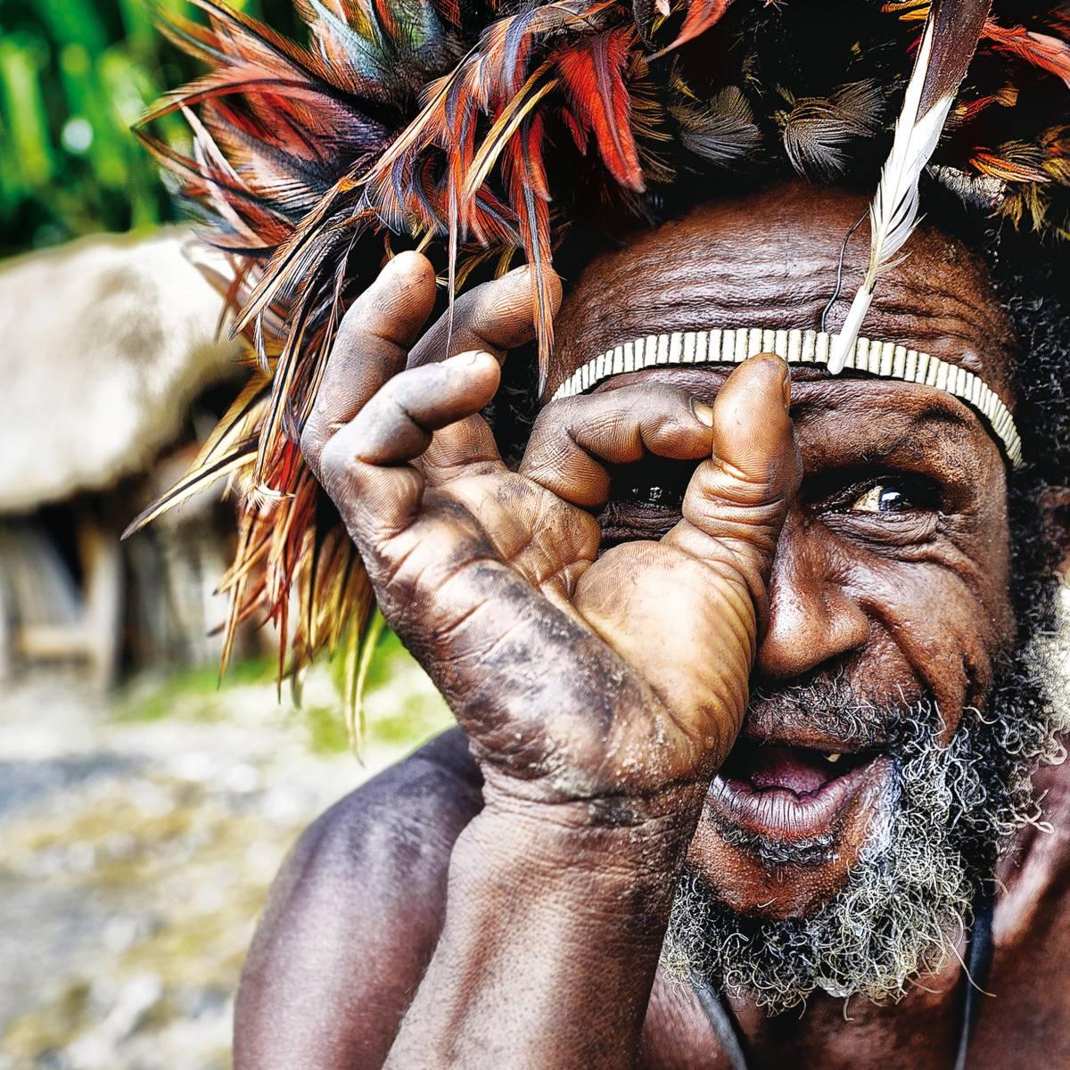 Esta asombrosa imagen de un hombre indígena dani de Papúa Occidental fue la ganadora de la pasada edición. © Magda Zelewska