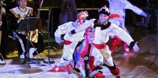 El Conjunto Folclórico de Música y Danza de la Academia Nacional de Mongolia actúa en el Concierto del Día de las Naciones Unidas, titulado «Celebrando la diversidad cultural», en 2011. El Conjunto Folclórico de Música y Danza de la Academia Nacional de Mongolia actúa en el Concierto del Día de las Naciones Unidas, titulado «Celebrando la diversidad cultural», en 2011. Foto ONU/Ryan Brown