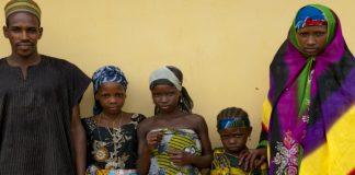 Una familia de la región central de Nigeria, donde se implementan programas de la ONU dirigidos a erradicar la pobreza. Foto Banco MUndial/Arne Hoel